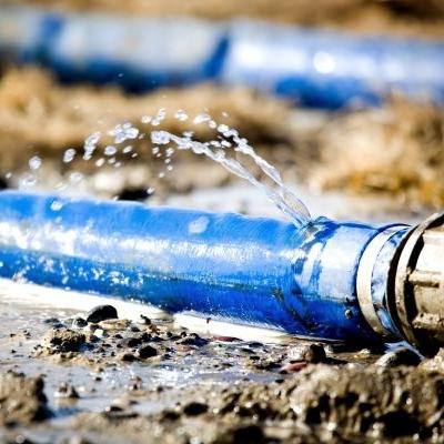 Arreglar averías de riego para decir perdida de agua
