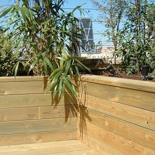 Tarima y jardinera de pino natural